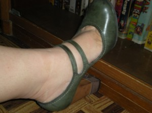 bottle green round toe pump, double strap with two tone heel; 4in