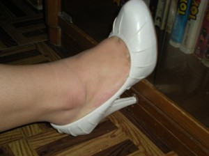 ivory pleated pumps; 4 1/2 in with hidden front 1/2in platform