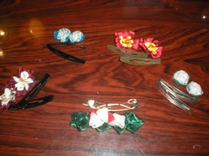 Unassembled flowers w/ clips